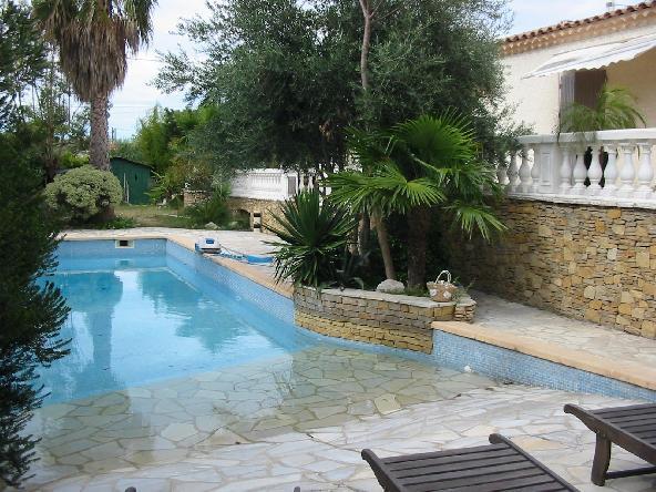 Vente villa marseille 13eme plan de cuques de plein pied for Piscine 13eme