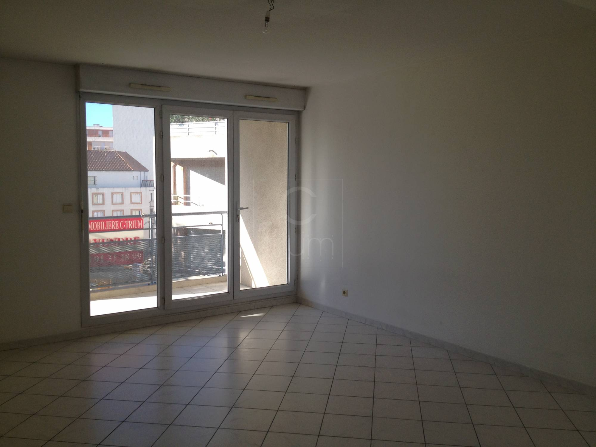Location appartement t2 f2 marseille 8eme prado rouet for Location garage marseille 7eme