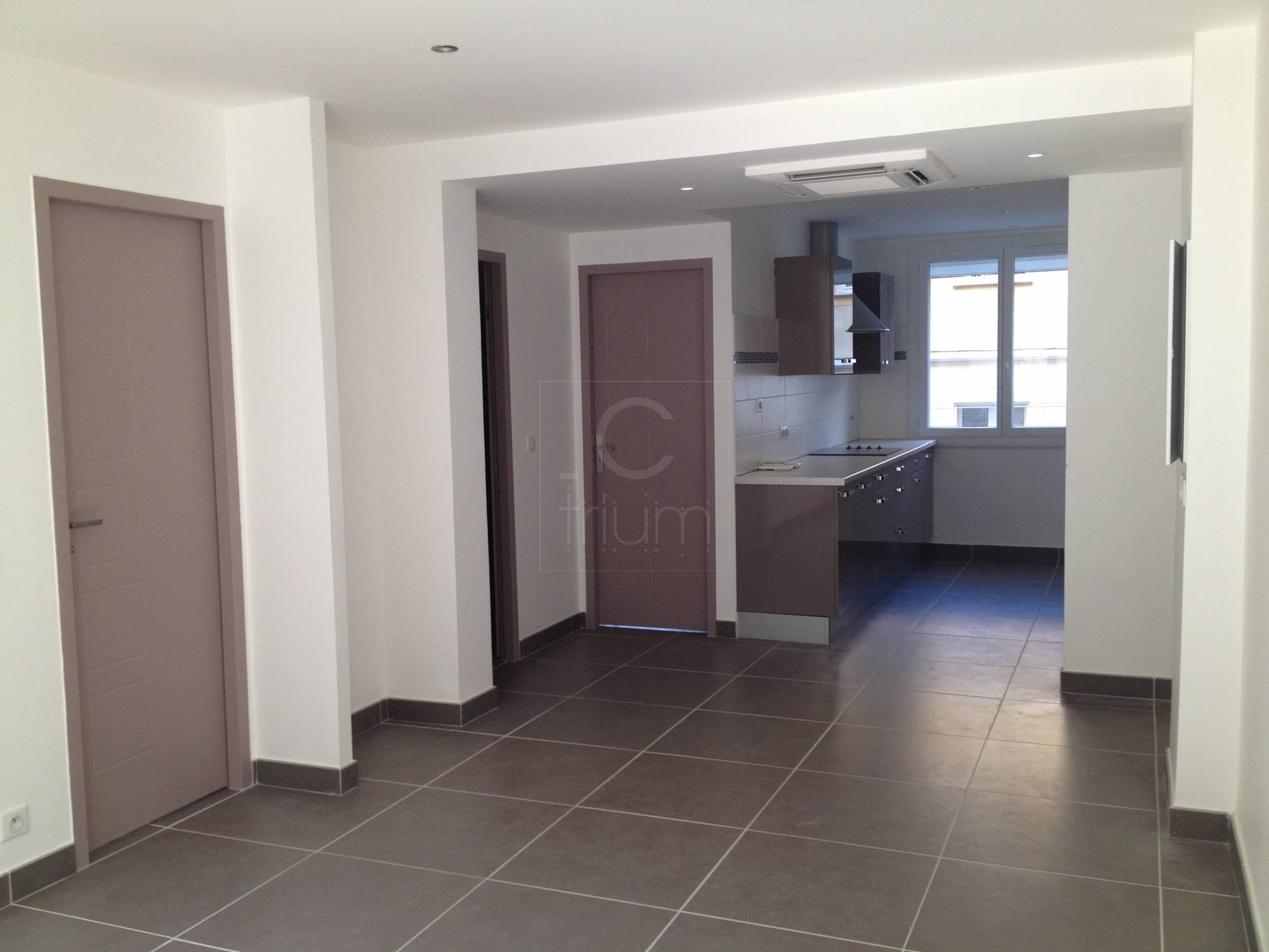 Location appartement t3 f3 marseille 7eme endoume refait for Location garage marseille 7eme