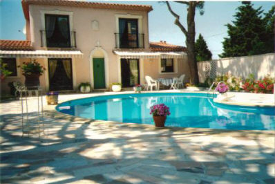 Vente villa t5 6 f5 6 marseille 8eme pointe rouge jardin for Piscine marseille pointe rouge