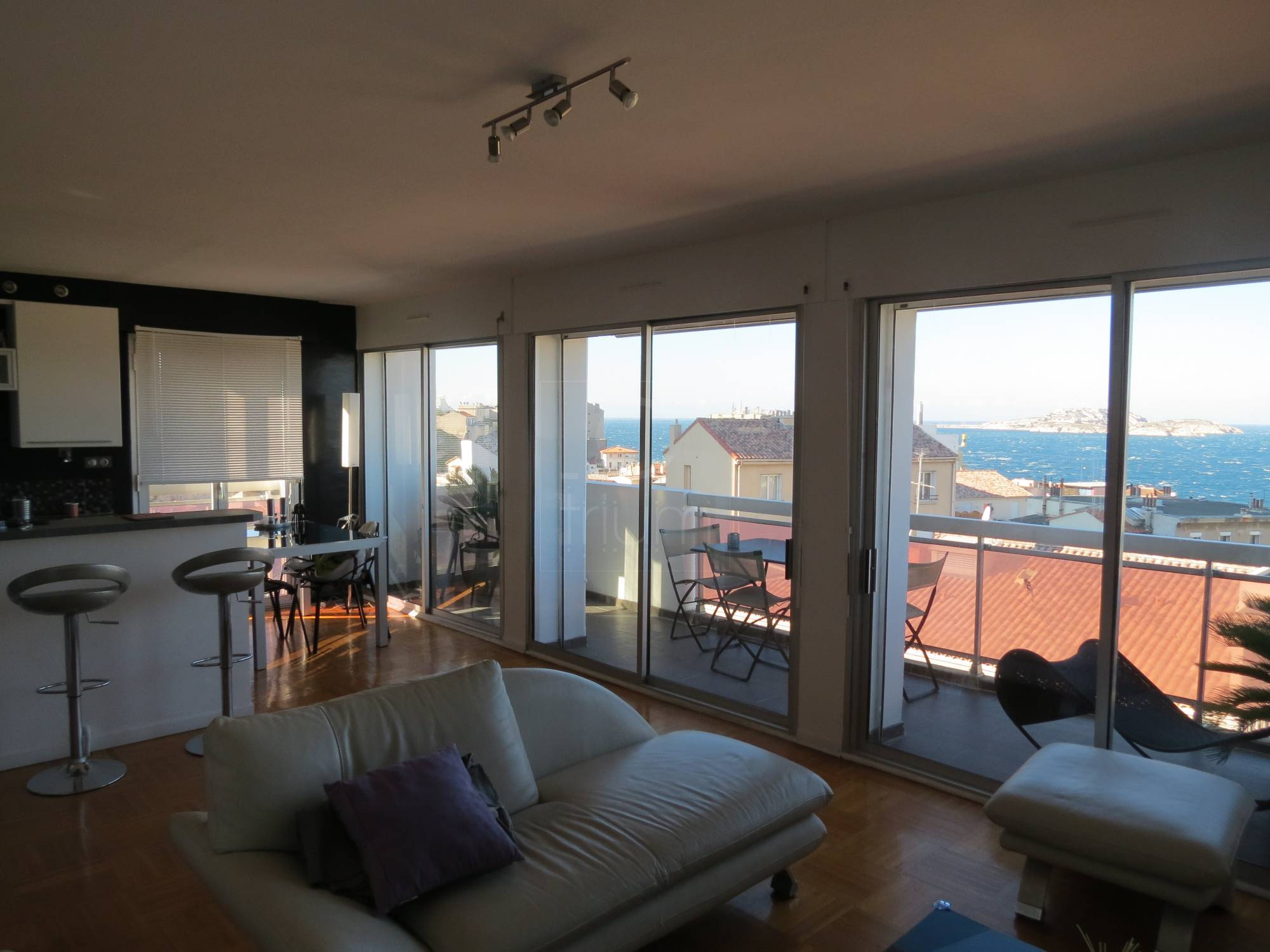 Vente appartement t5 f5 marseille 7eme vallon des auffes for Location garage marseille 7eme