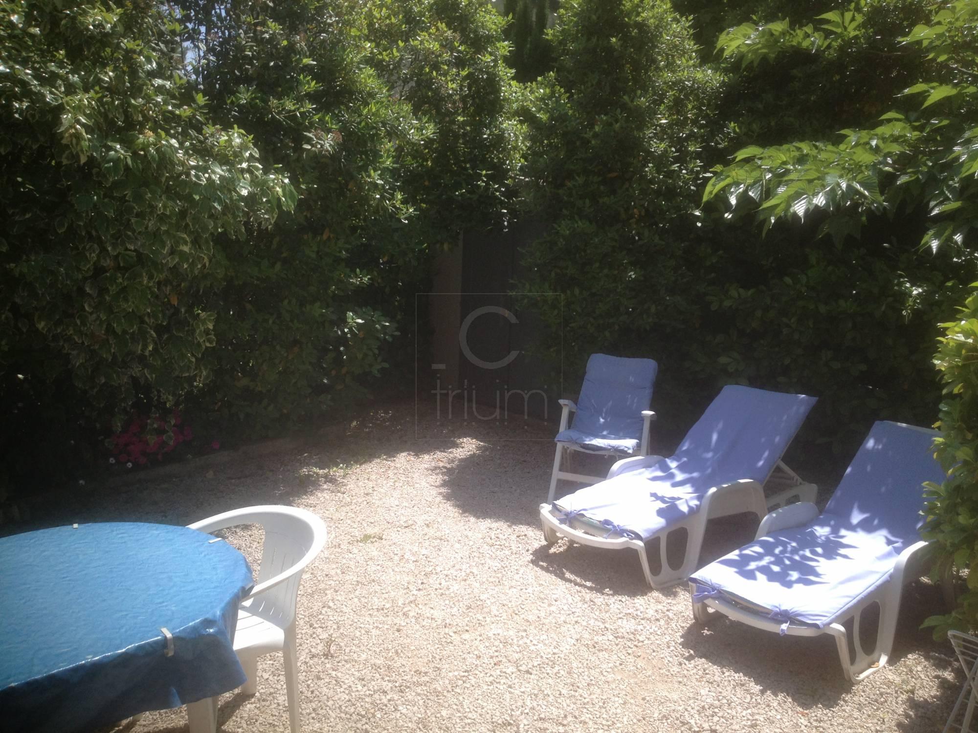 Vente appartement t2 f2 cassis rez de jardin agence for Vente t2 marseille