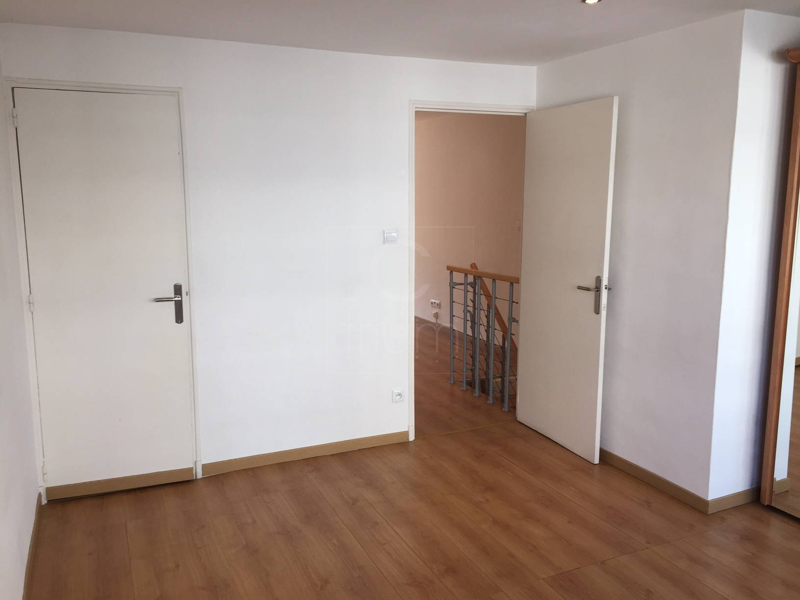vente duplex t3 f3 marseille carr d 39 or tout neuf agence. Black Bedroom Furniture Sets. Home Design Ideas