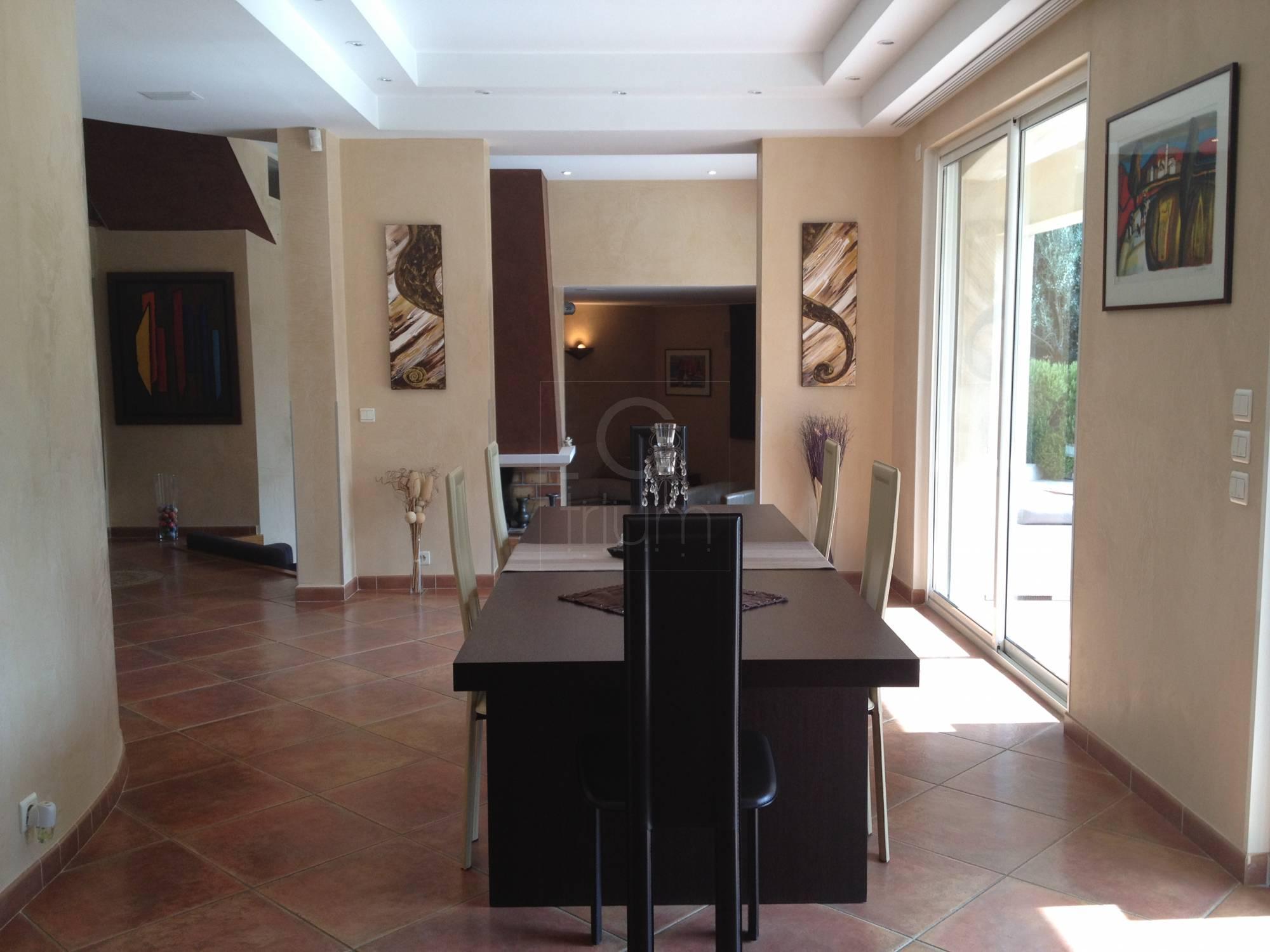 Vente maison allauch belle superficie habitable avec for Maison allauch