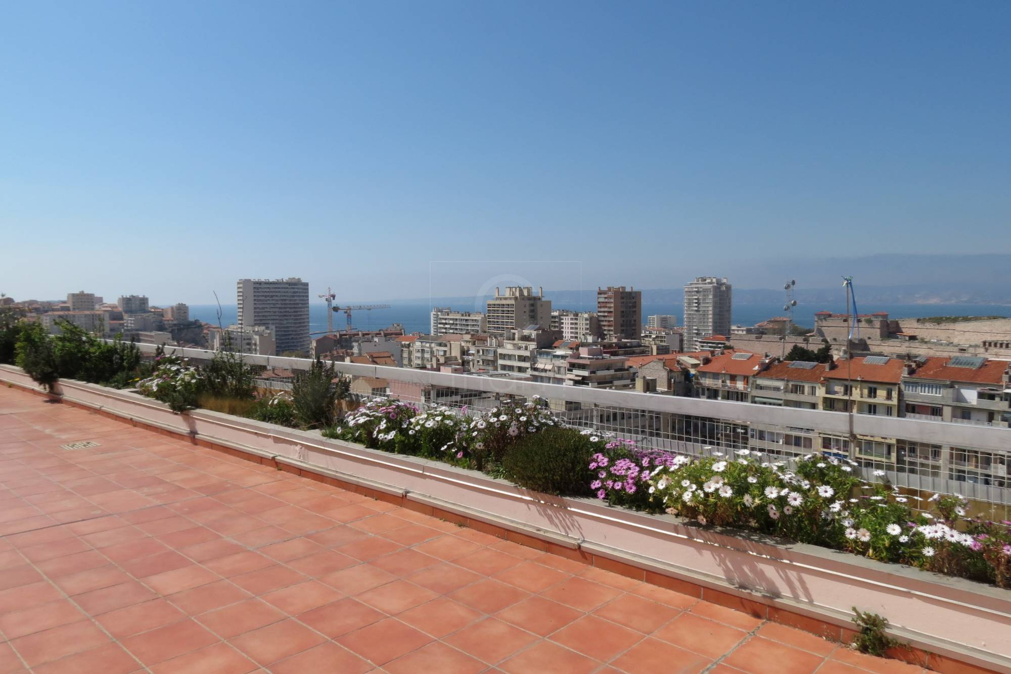 Vente penthouse t3 f3 marseille 7eme st victor terrasse et for Appartement terrasse 13007