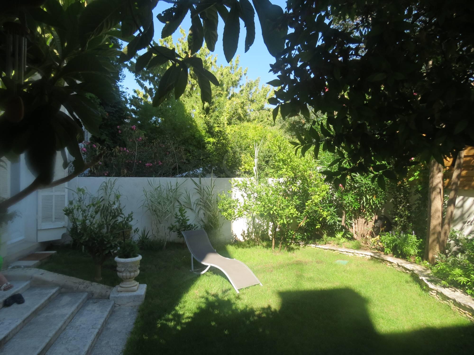 vente rez de jardin t5 f5 marseille 8eme piscine agence. Black Bedroom Furniture Sets. Home Design Ideas