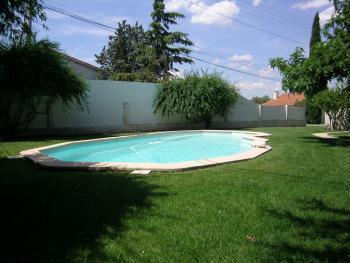 Location prestige villa de luxe avec jardin marseille for Piscine 12eme